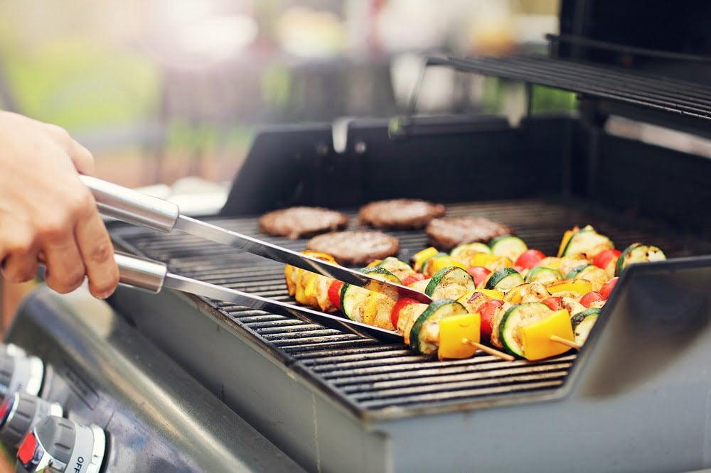 W jakiej temperaturze grillować na grillu gazowym?