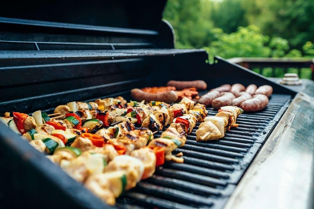 Jak grillować na grillu z pokrywą?